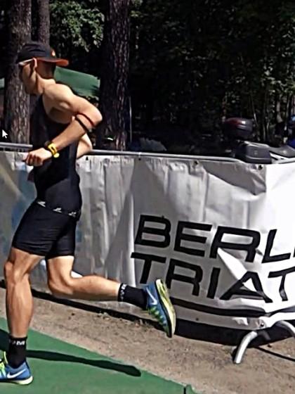 Hier sehen Sie Sören Lehmann beim Laufen des Berlin Triathlon xl.