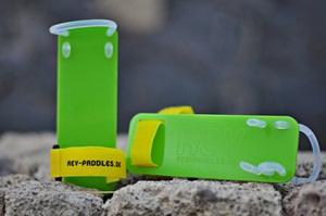 REV paddles werden oberhalb der Hand befestigt